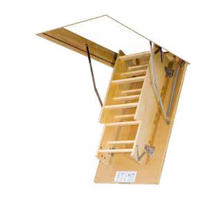 fakro escalier escamotable lws plus avec une echelle en bois. Black Bedroom Furniture Sets. Home Design Ideas